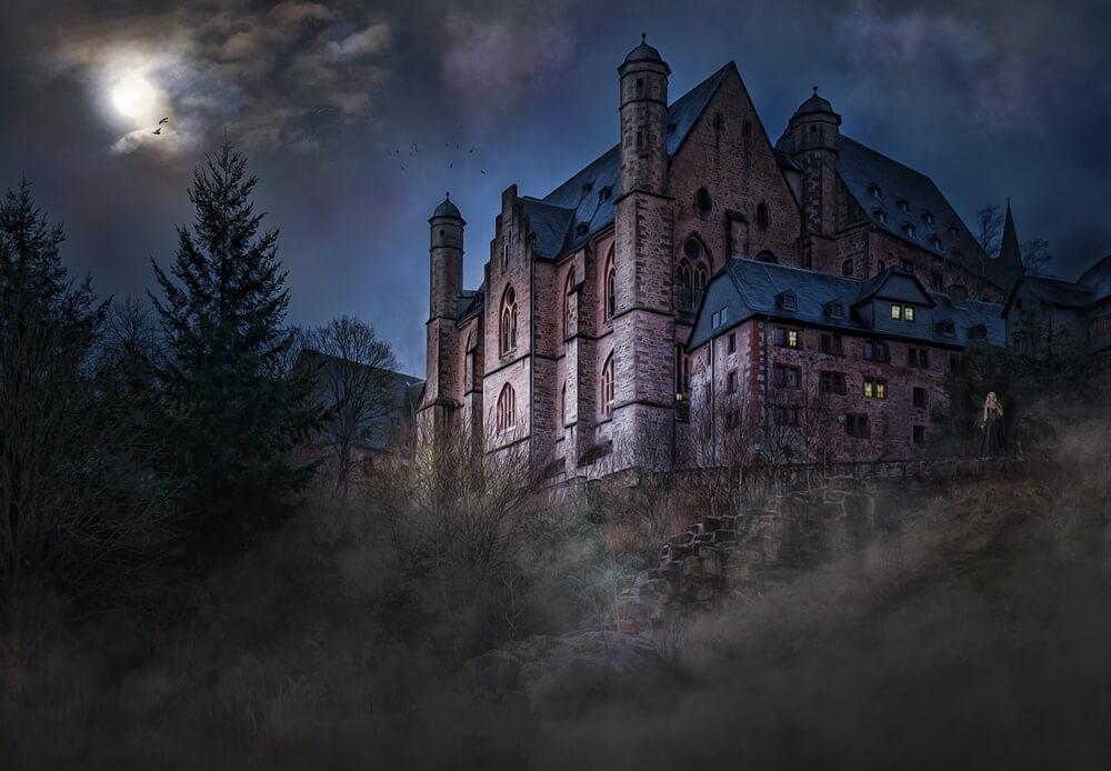 暗闇のなかのお屋敷