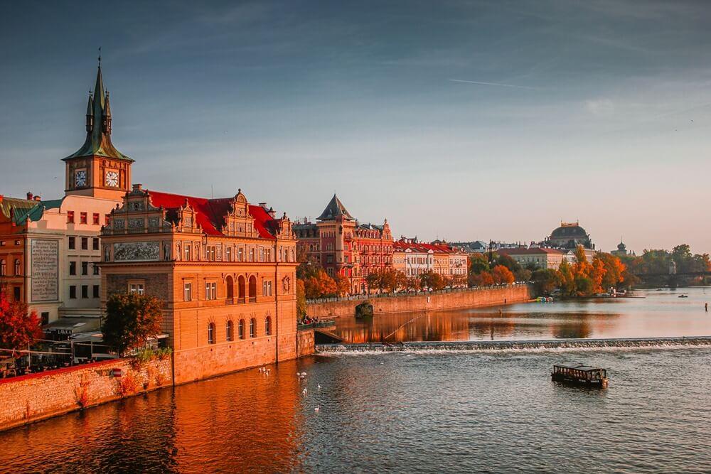 お城と運河