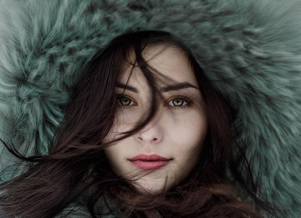毛皮を着た女性