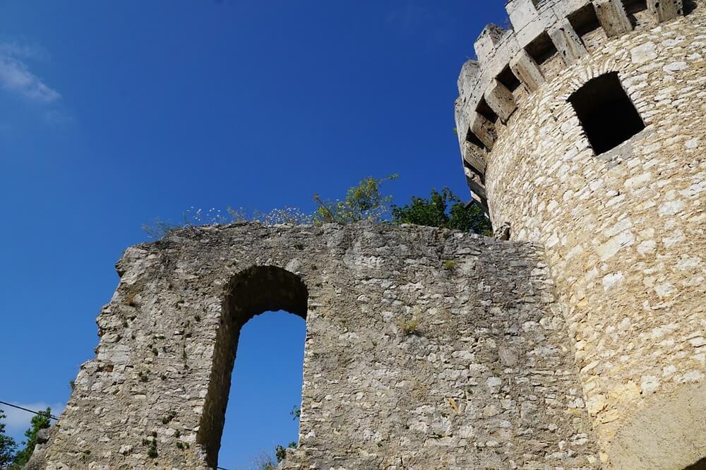 中世の城の塔